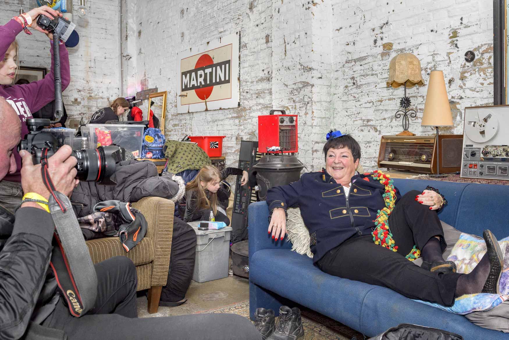 Beppie Kraft op de foto voor fotograaf Harry Heuts in de muziekgieterij in Maastricht | sas schilten fotografie
