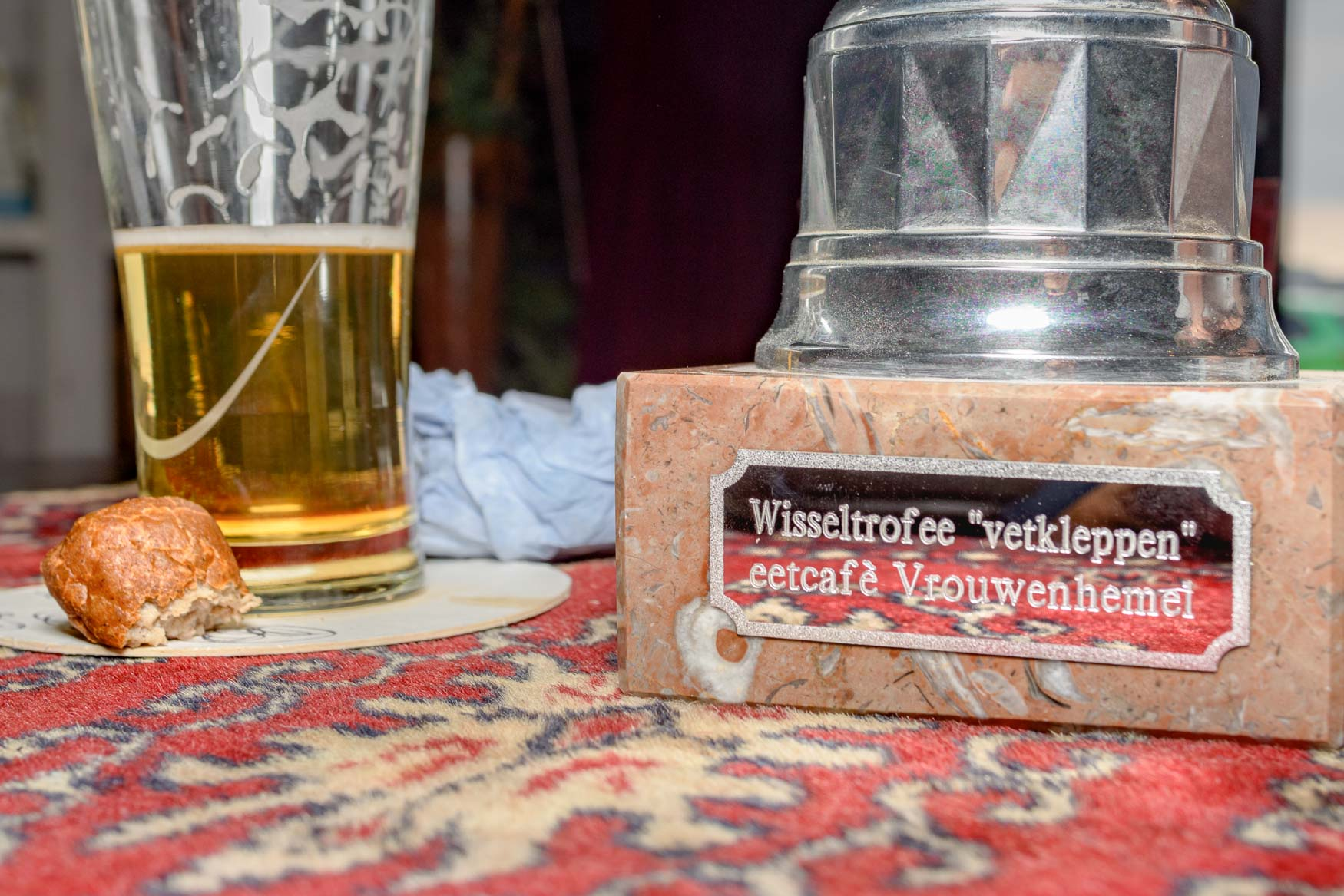 7e frikandellen eetwedstrijd in Cafe Vrouwenhemel te Werkendam   Sas Schilten Fotografie
