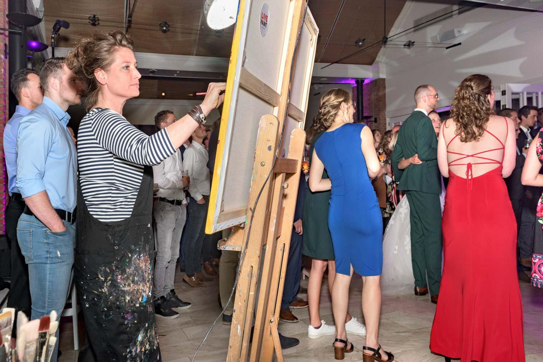 Live Paint op trouwfeest voor de volkskrant   sas schilten fotografie
